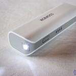 Batterie de secours de rechargement de la marque Romoss, 2600mah sofun 1 avec lampe LED allumée et indicateur de charge