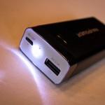 RAVpower entrée micro-USB 1.5A et sortie USB 2.1A Luster plus LED allumée